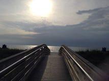 Passage couvert à la plage photographie stock