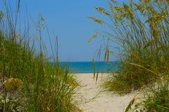 Passage couvert à la plage photographie stock libre de droits