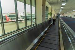 Passage couvert d'aéroport dans l'airpor d'international de Don Mueang Photos stock