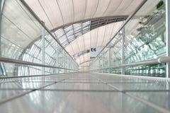 Passage couvert d'aéroport de Suwannabhumi Photos stock