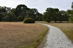 Passage couvert dans le jardin japonais Images stock