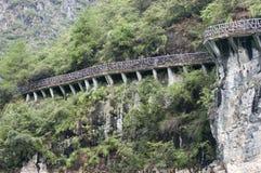 Passage couvert de falaise, fleuve de Yang Tsé Kiang Chine, scène de course Image libre de droits