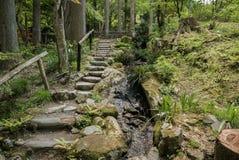 Passage couvert de jardin dans le complexe de Sanzen-dans le temple Images libres de droits