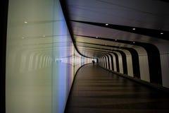 Passage couvert de tunnel de pied photo stock
