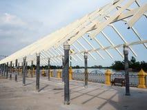 Passage couvert en acier de toit Image stock