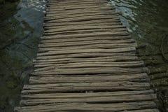 Passage couvert en bois photographie stock libre de droits
