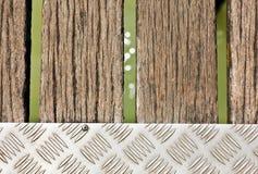 Passage couvert en bois au-dessus de mer Photographie stock