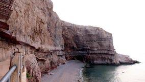 Passage couvert en bois de cliffside Image stock