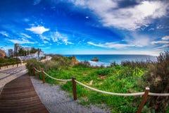 Passage couvert en bois sur la vue du DA Rocha de Praia de plage Images stock