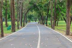 Passage couvert en parc de cité-jardin Photo stock