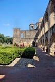 Passage couvert et voûtes en pierre antiques Photo libre de droits