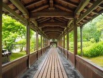 Passage couvert japonais de jardin Image libre de droits