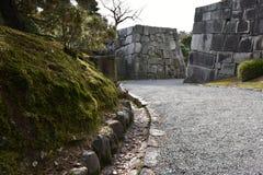 Passage couvert par les murs en pierre Photos stock