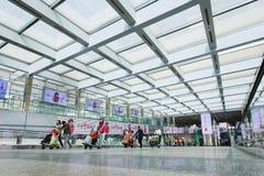 Passage couvert spacieux dans l'aéroport international capital de Pékin, terminal 3, Chine Photos stock