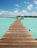 Passage couvert vers l'île de paradis Image stock