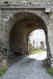 Passage dans le muret médiéval photographie stock libre de droits
