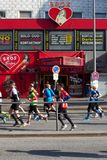 Passage de Marathoners par St Pauli Photos stock