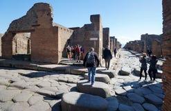 Passage de rue et pour piétons à Pompeii antique image stock