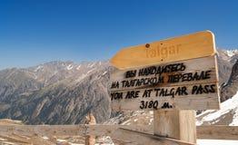 Passage de Talgar Station de sports d'hiver de Shymbulak Photographie stock libre de droits