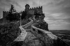 Passage des sorcières chez la république de San Marino - noire et blanche Photo stock