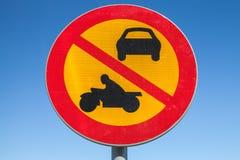 Passage des véhicules et des motos interdits Image stock