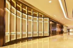 Passage du bâtiment commercial Images libres de droits