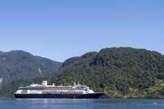 Passage för insida för kryssningskepp av de chilenska fjordarna Arkivfoton