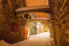 Passage för ` s för St Catherine - en liten historisk gata i Tallinn, Estland arkivbilder