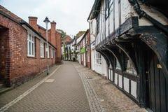 Passage för S Marys i Stafford UK med gamla byggnader royaltyfria bilder