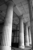 Passage historique de colonne avec la porte Images stock