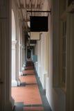 Passage i gammal klassisk byggnad Arkivbilder