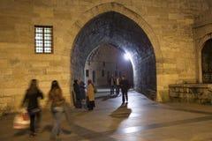Passage nära den nya moskén Arkivfoto