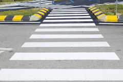 Passage piéton avec marquage routier Photographie stock