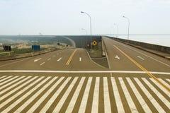 Passage piéton dans des routes vides Photographie stock