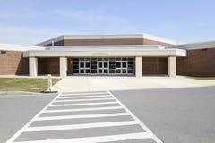 Passage piéton de sécurité par une école moderne photos libres de droits
