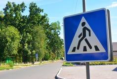 Passage piéton piétonnier Panneau routier de passage piéton Signes piétonniers, le PED Photos libres de droits