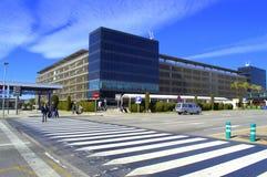 Passage pour piétons à l'aéroport de Barcelone Image libre de droits