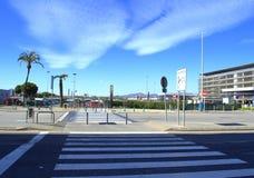 Passage pour piétons à l'aéroport de Barcelone Image stock