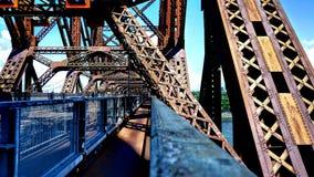 Passage pour piétons à l'intérieur du pont de Québec photographie stock
