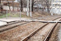 Passage pour piétons au-dessus de chemin de fer images stock