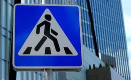 Passage pour piétons de panneau routier image libre de droits