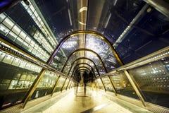 Passage protégé par verre la nuit Photo libre de droits