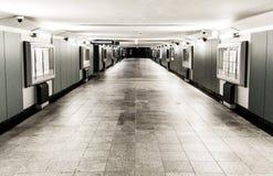 Passage souterrain à la station de train Cracovie, Pologne image libre de droits