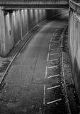 Passage souterrain concret photo libre de droits