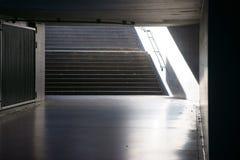 Passage souterrain de rue de sortie d'escalier photo stock