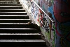 Passage souterrain de tunnel d'escalier images stock