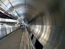 Passage souterrain réfléchi sur la Chicago Riverwalk photo stock