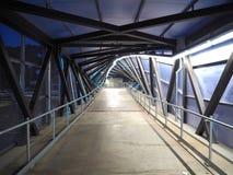 Passage supérieur de banlieusard (nuit) Image stock