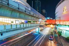 Passage supérieur de BTS et centre commercial de centre commercial image stock