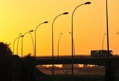 Passage supérieur de coucher du soleil images stock